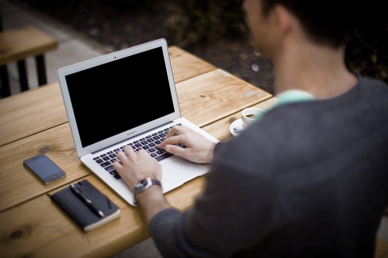ブログをやっている事は極力人に言わないほうが良い